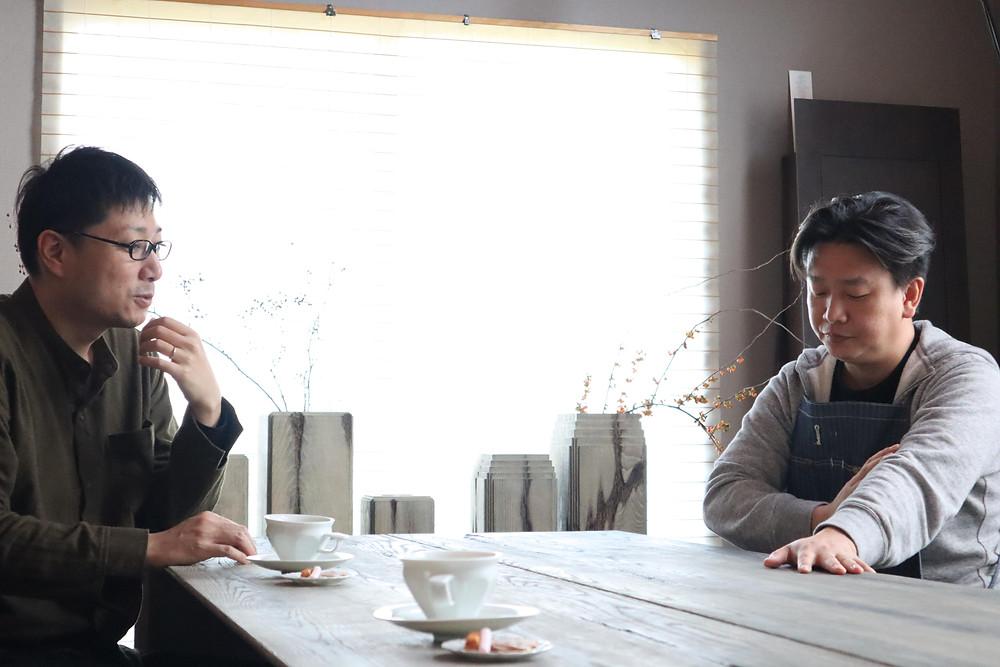 畠春斎(釜師)が下尾和彦(木工作家)の家を訪ねました