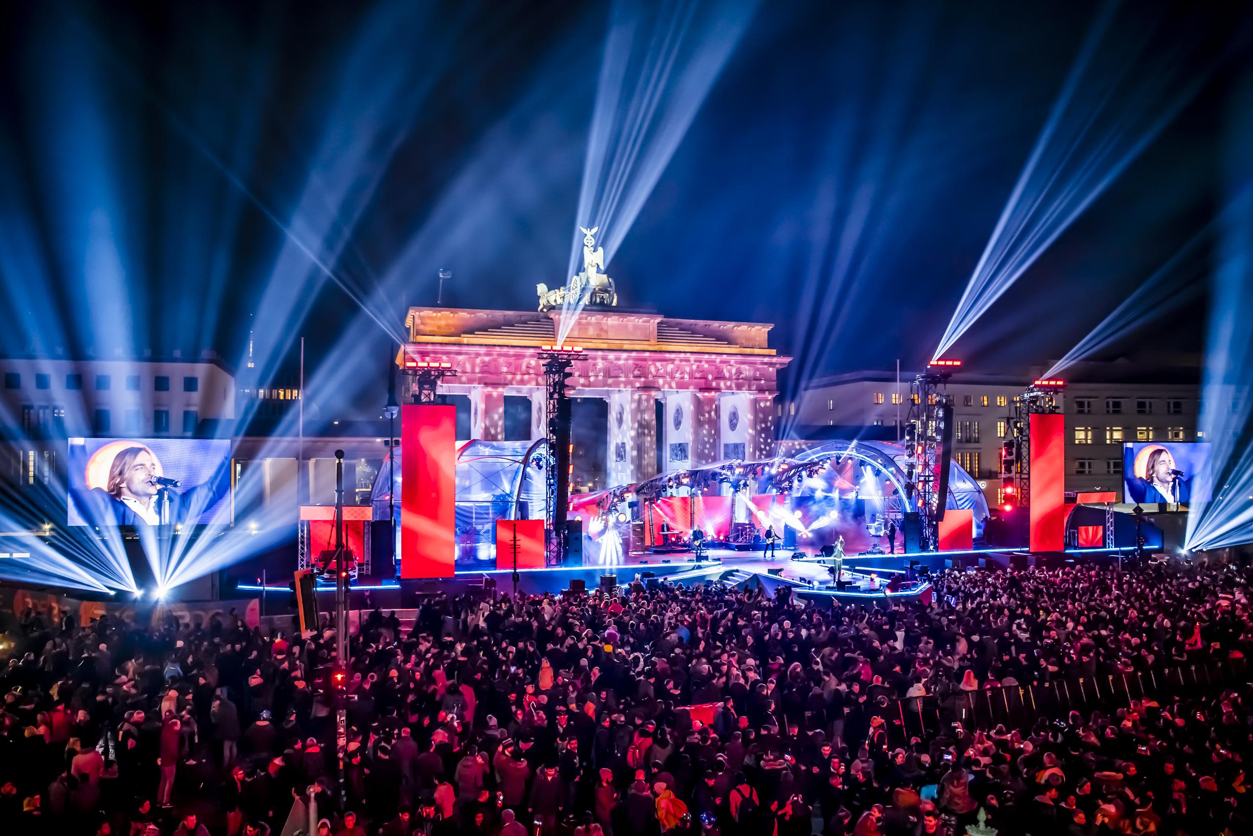 Brandenburger-Tor-Auftritt-Münchener Freiheit