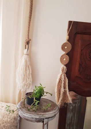 Puertero, doble espiral en yute y alzapaños soga de yute con caída de telas