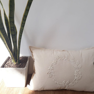 Almohadon bordado Mexican 65 x 40