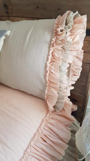 - Almohada Carla, gasa rosa y gris, interior gasa rosa (70 x 50 0 90 x 60)