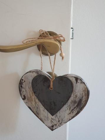Puertero, corazón de madera bicolor
