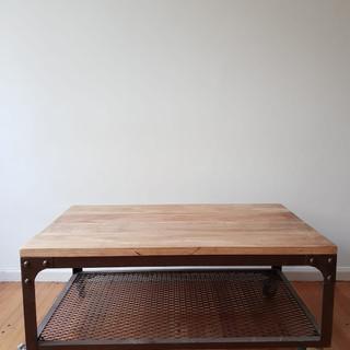 Mesa ratona hierro con tapa de madera