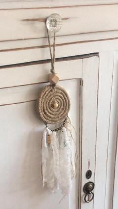 Puertero, círculo en yute y caída de telas