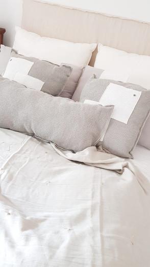 - Almohadones 50 x 50 nido gris y blanco - Almohadón XL 1.40 nido gris