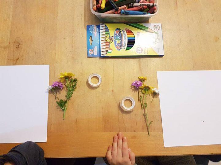 פוסט פרחים וגירים