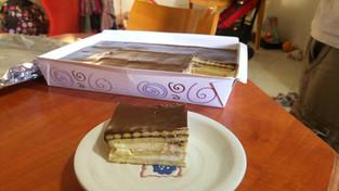 הכנת עוגת ביסקוויטים לשבועות