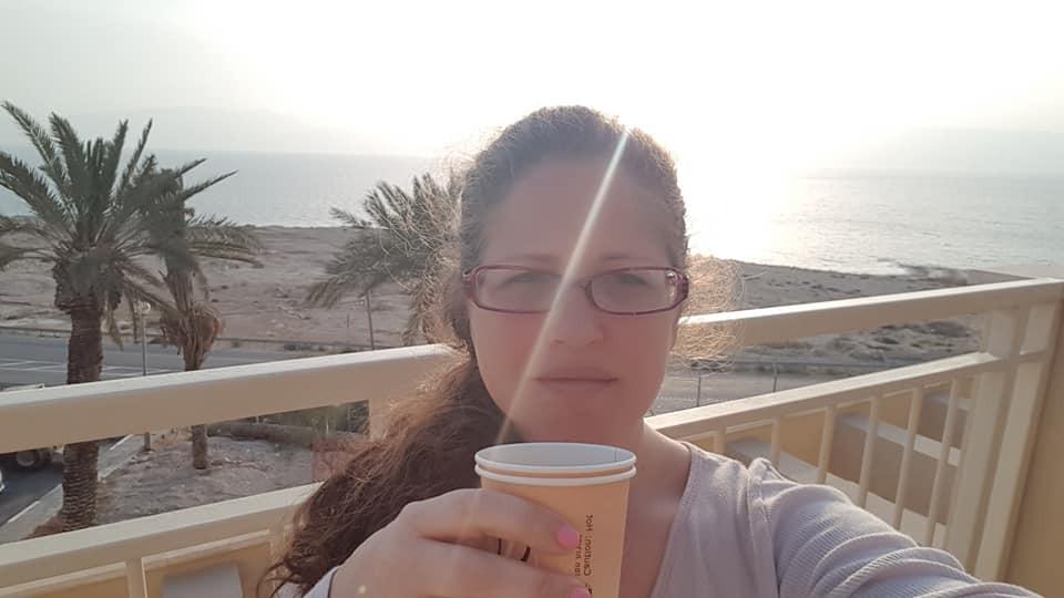 בוקר עם הזריחה וקפה