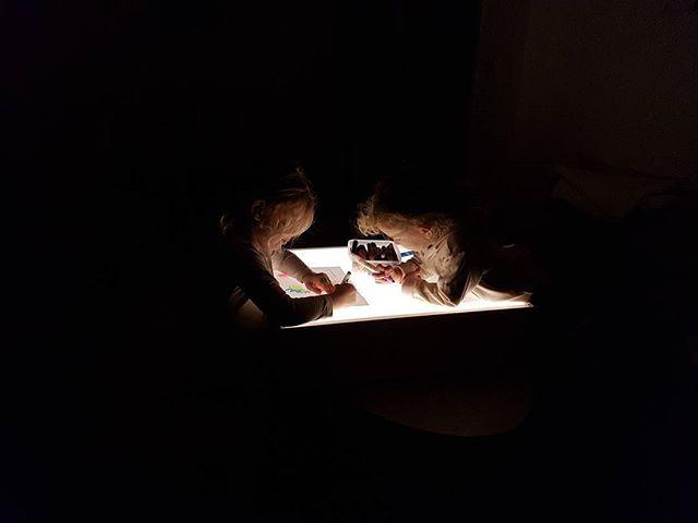 שולחן האור שלנו