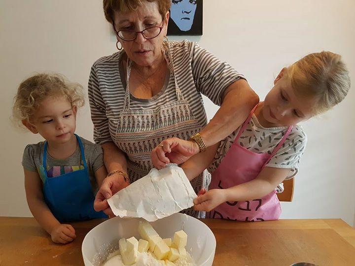 מכינים עם סבתא עוגיות