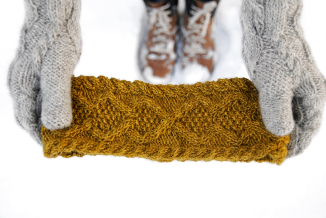 Hibernia Headband :: headband knitting pattern
