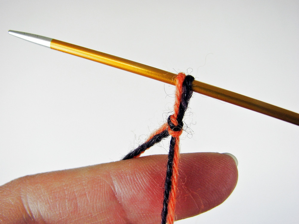 Slip knot with two yarns