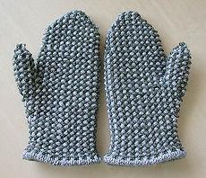 Warm Winter Mittens :: mitten knitting pattern