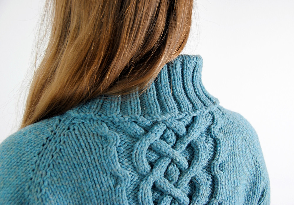 Cable detail at the back of the Ikirouta sweater