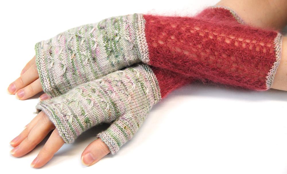 Linnea Mitts :: fingerless mitts knitting pattern