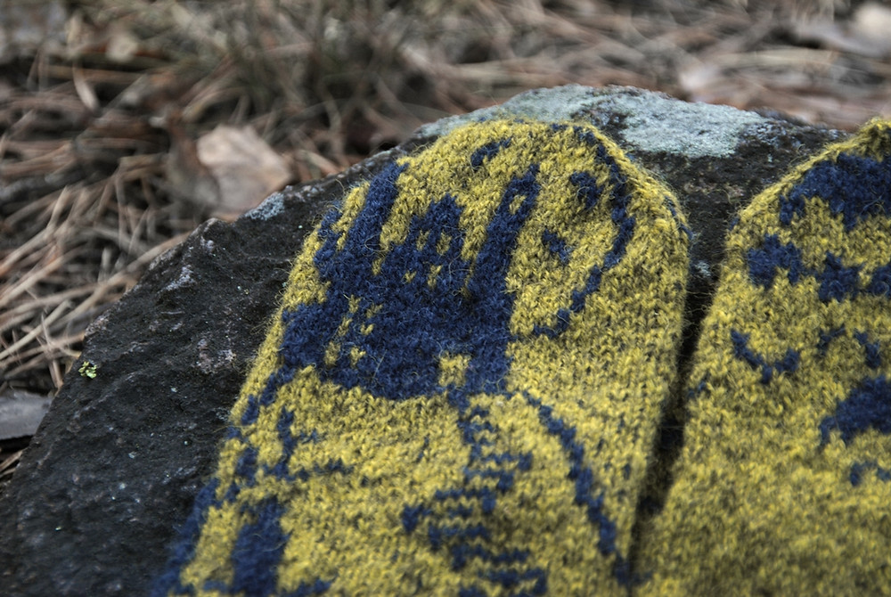 Castle detail on the Horror-riffic Halloween Mystery Mittens