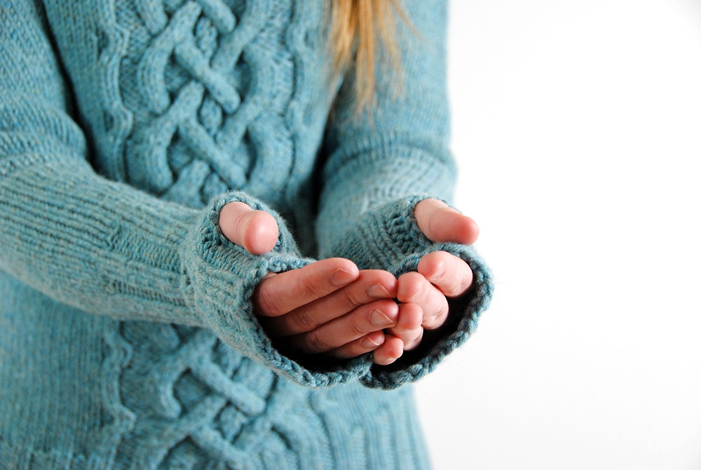 Long cuffs with thumb openings on the Ikirouta sweater
