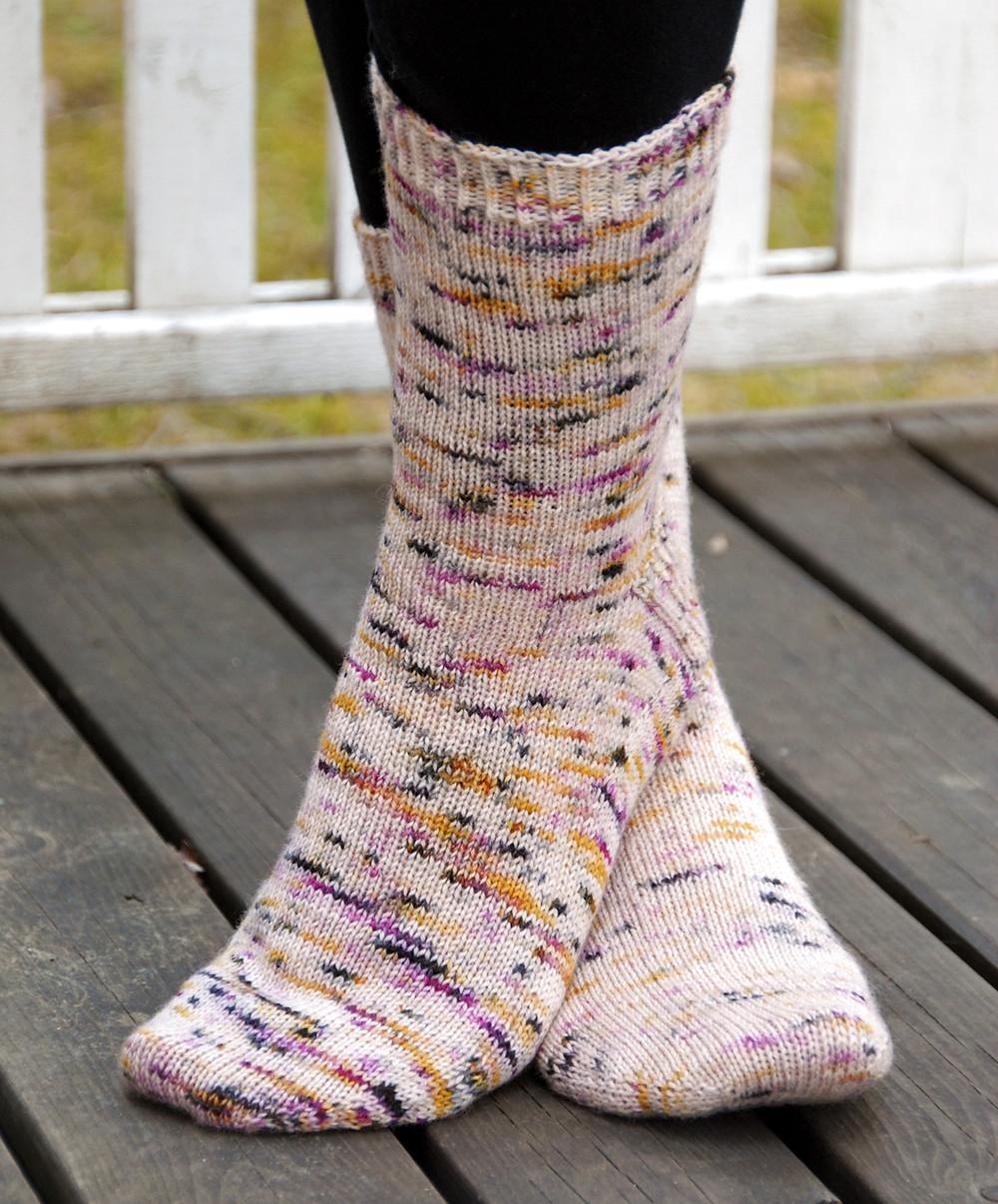 Plain vanilla socks in Kässäkerho Pom Pom BFL Sock in the colorway Orkidea