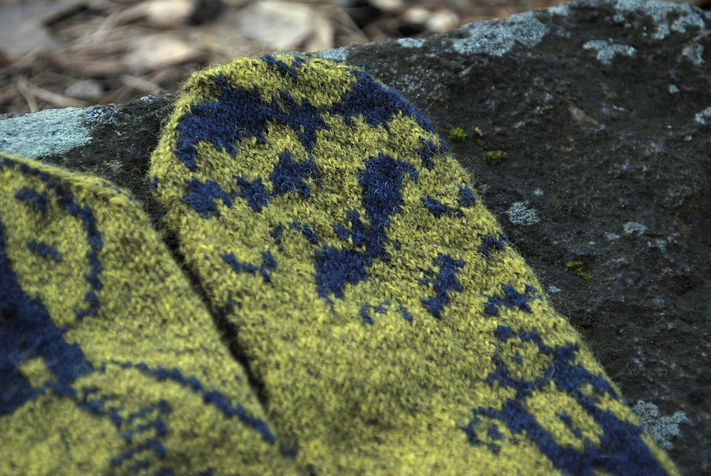 A cloud of bats on the Horror-riffic Halloween Mystery Mittens
