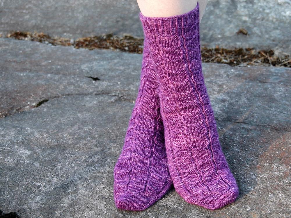 Umpu sock knitting pattern by Emma Karvonen
