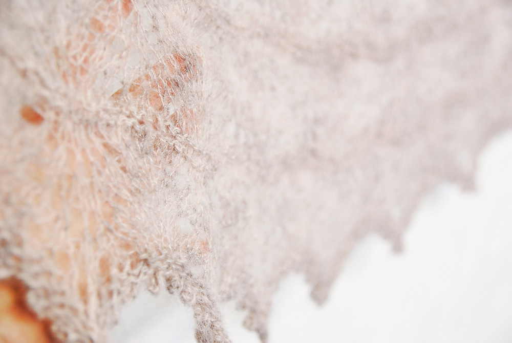 Lace detail on the Milky Oolong shawl