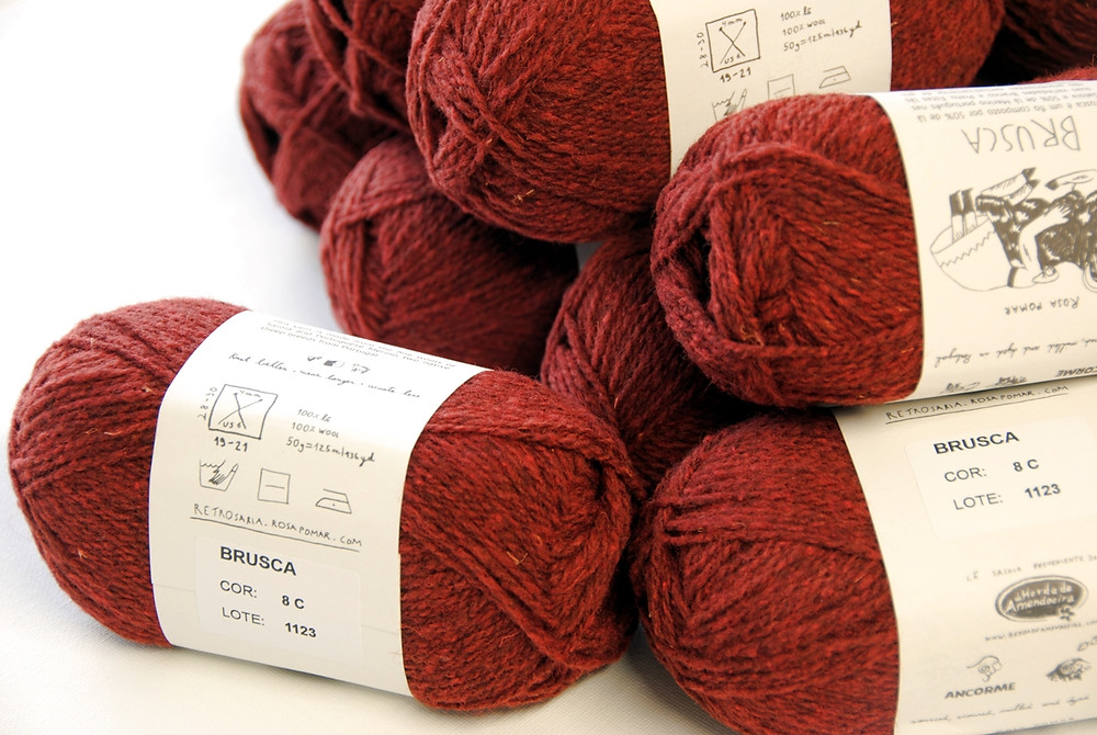 Retrosaria Brusca, a non-superwash breed-specific wool yarn from Portugal