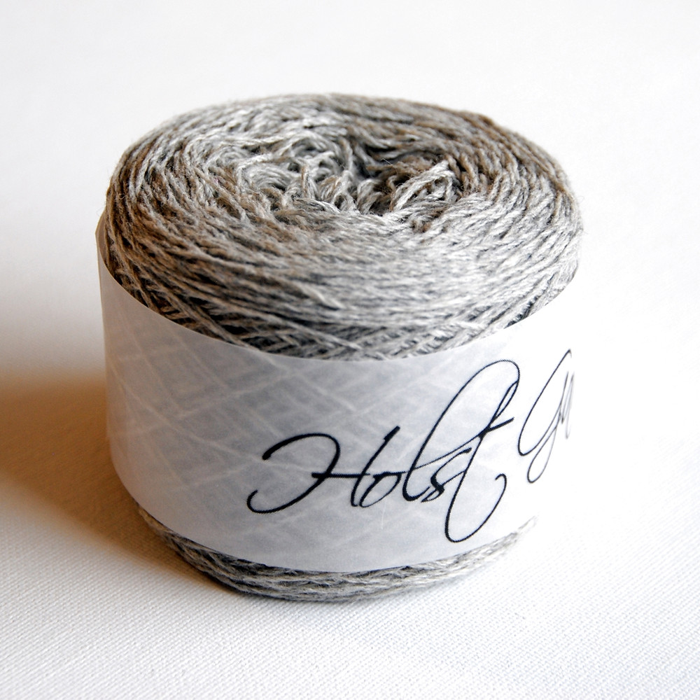 For my main color I used Holst Garn Noble in the colorway 'Cygnet'.