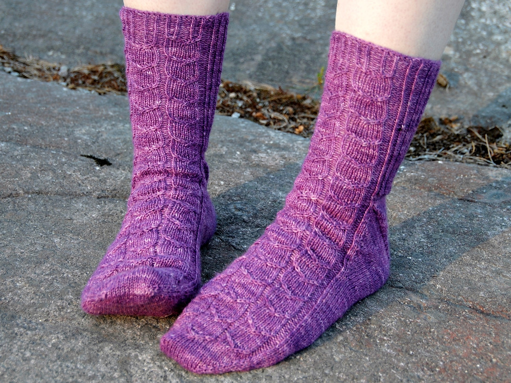 Umpu sock knitting pattern by Emma Karvonen