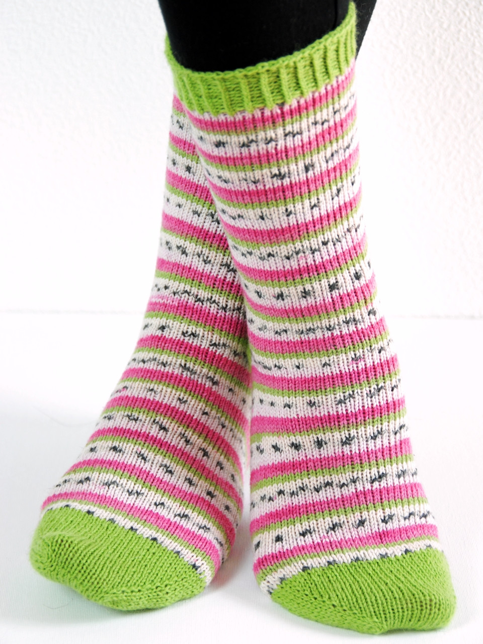 Dragonfruit toe-up socks with an improved afterthought heel