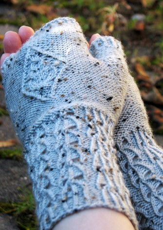 Evergrey Mitts :: fingerless mitts knitting pattern