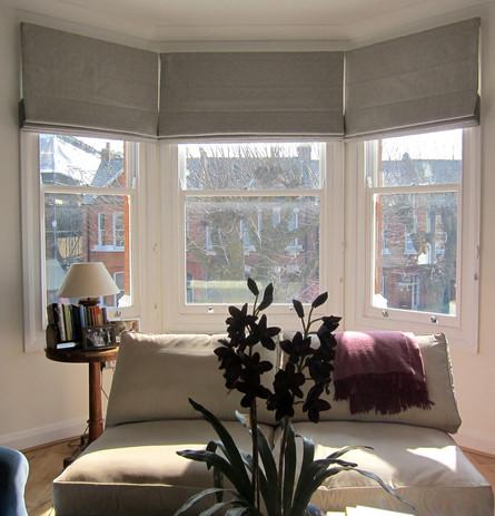 2Roman-blinds-in-bay-window.jpg
