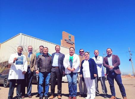 Alcalde Eduardo Quiroga Jiménez, gestiona que Jefe Médico y Director de Canyon Medical Center visite