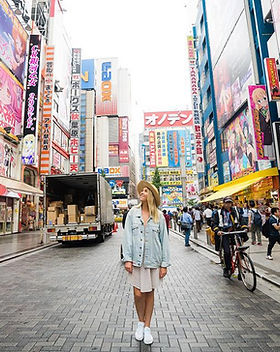 GCJO_japan_tokyo_street_traveller.jpg