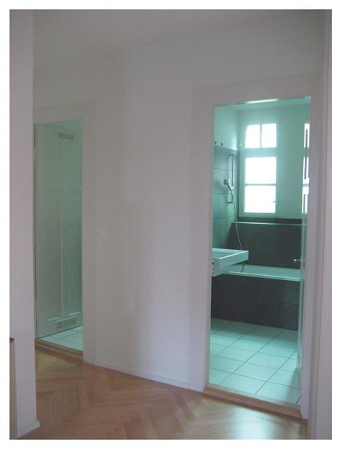 Bad mit original grünem Fensterglas