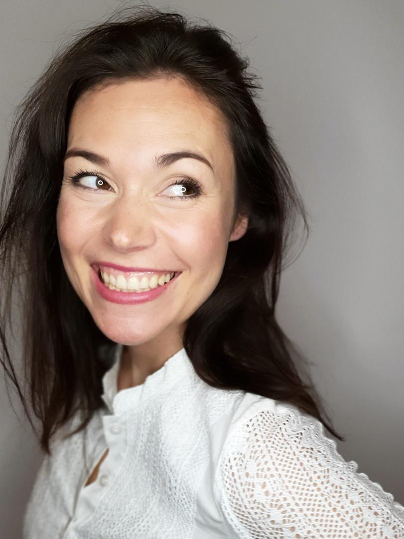 Hellen Wecker, Sängerin, Schauspielerin, Gesangscoach, Auftrittscoach, Moderation, Sprecherin