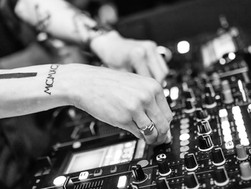 5 Awesome Indian Female DJs we Need Need To Know