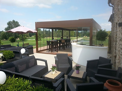 Sonnenschutz Terrasse mit Glaswänden