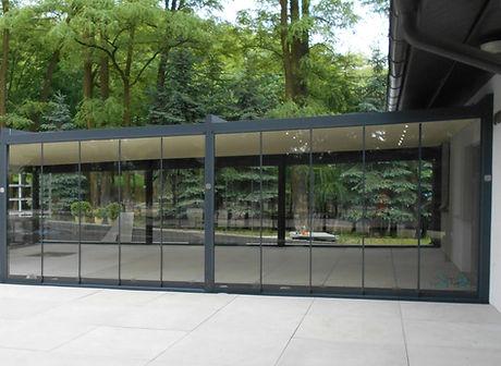 Sonnenschutz Terrasse mit Seitenverglasung