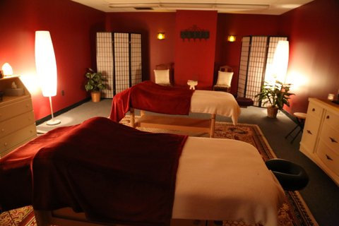 1 HOUR COUPLES MASSAGE *with FREE aromatherapy upgrade