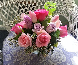 pink and lavender roses centerpiece.jpg