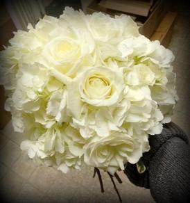 all whtie bouquet.jpg