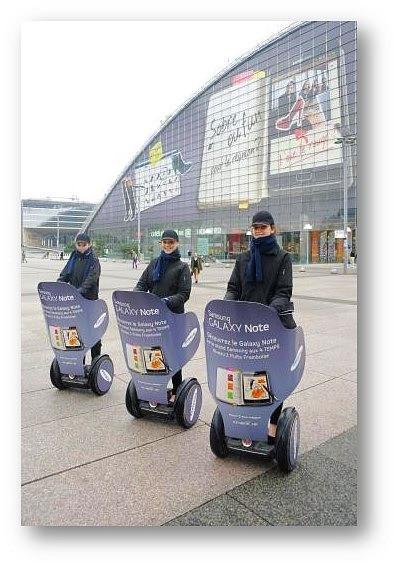 J'ai produit d'innombrables opérations de street marketing pour Samsung. Ici un exemple pour la promotion de la Galaxy Tab