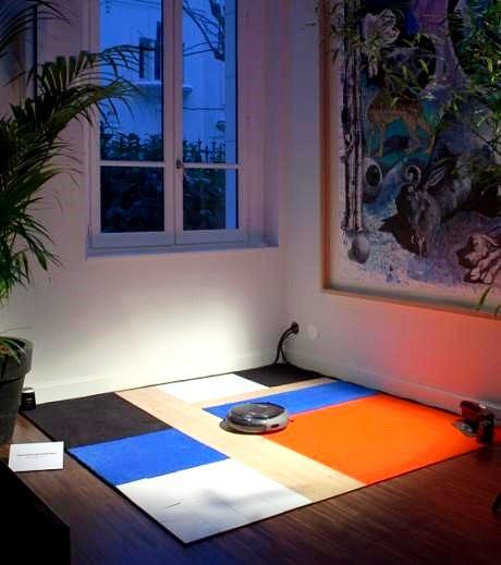 Efficace sur toutes les surfaces, inspiré par Mondrian Ici nous avons de la moquette, du parquet, du lino...