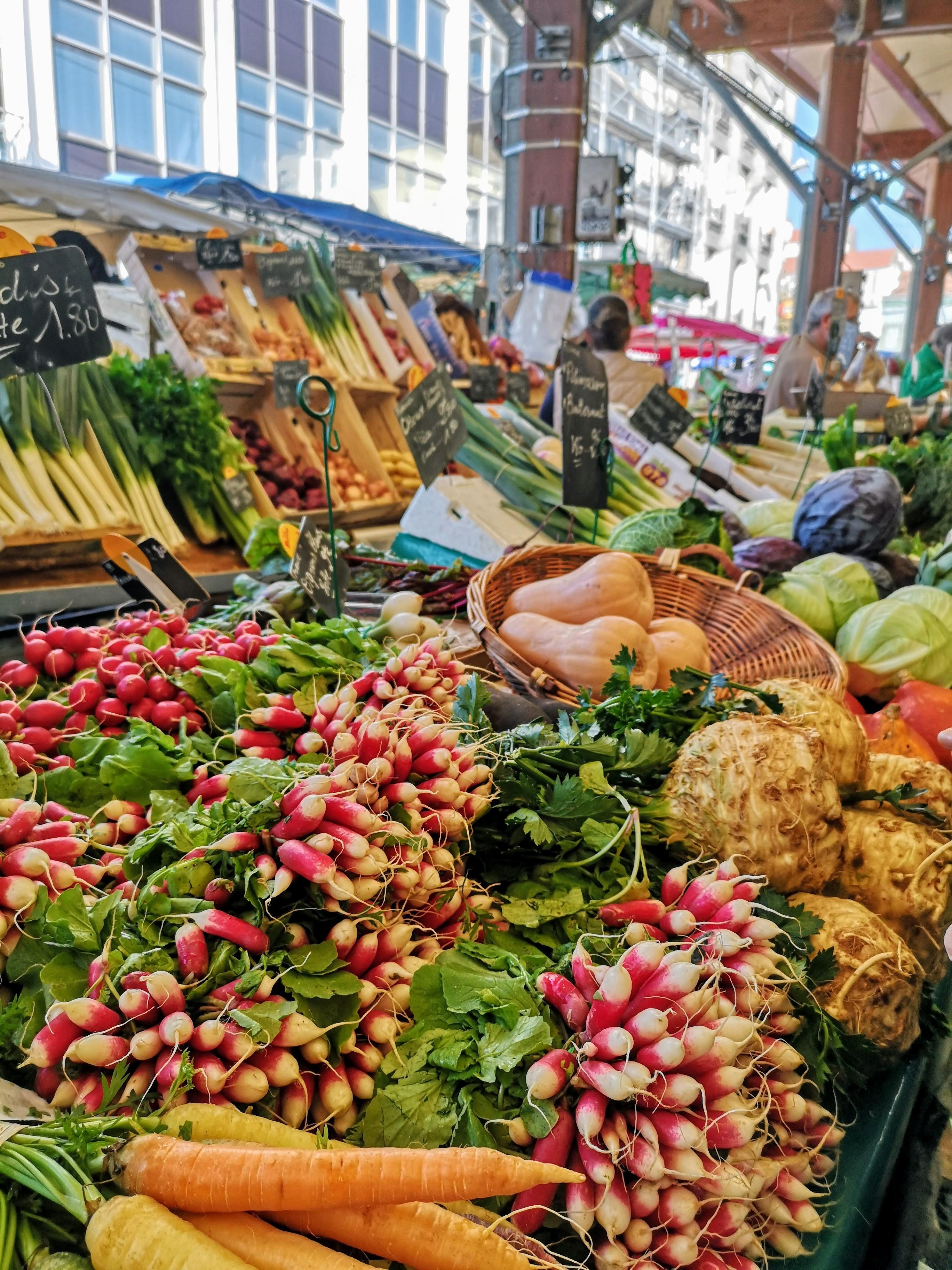 11H45 Croix de Chavaux market