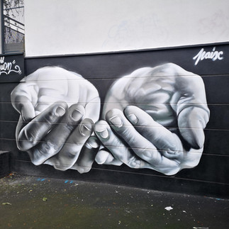 Les Mains de la Paix - The Hands of Peace