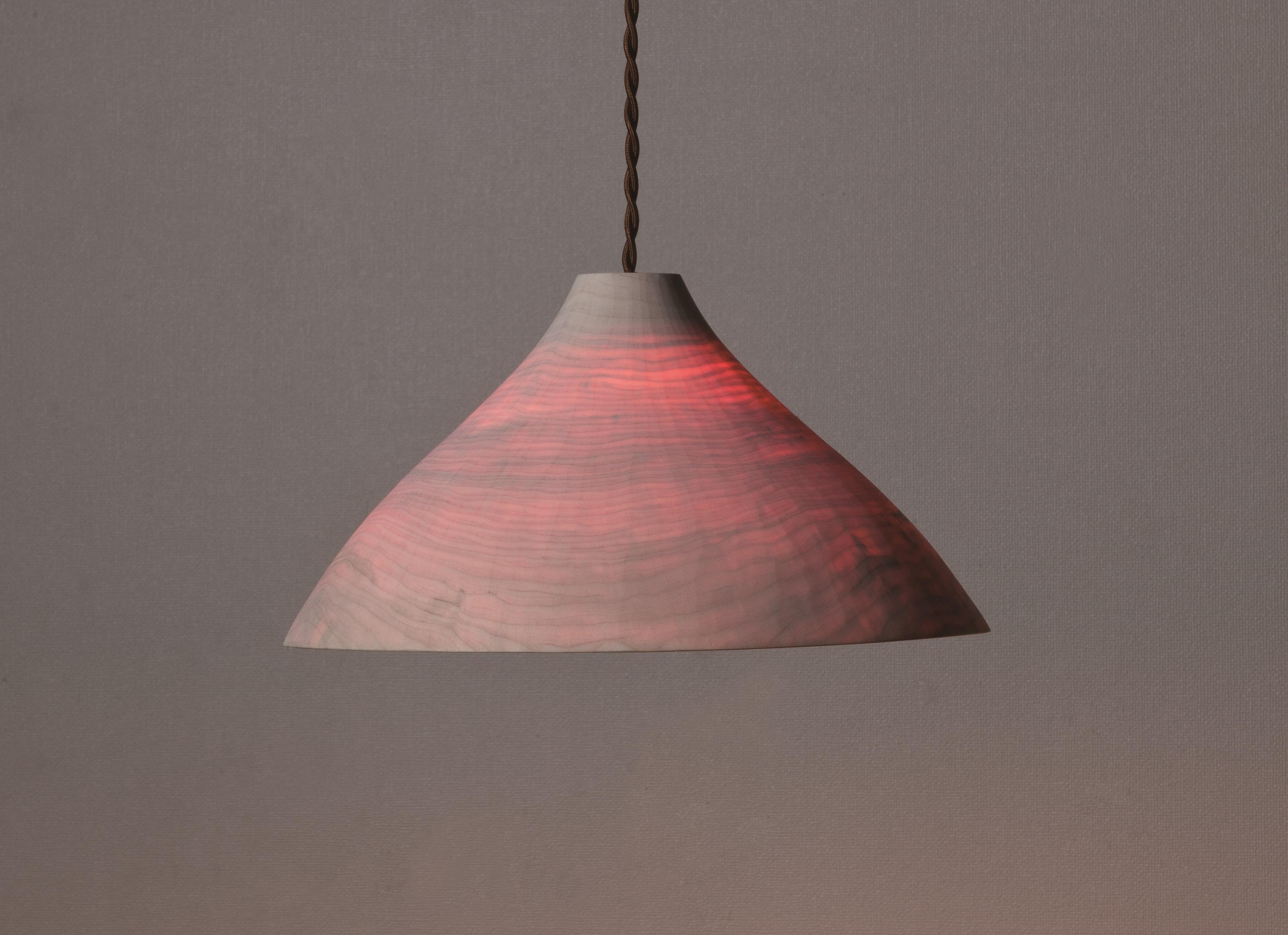 白と赤のランプシェード