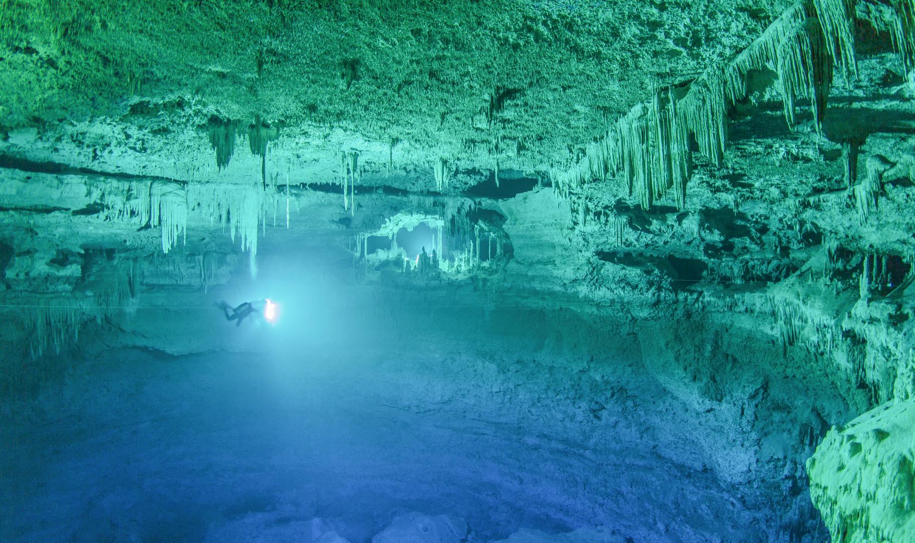 "Panorámica del sitio arqueólogico sumergido Hoyo Negro en Quintana Roo. Proyecto ""Hoyo Negro"". Foto por Proyecto Hoyo negro SAS/INAH"