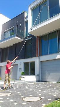 Mytí oken pomocí nástavce