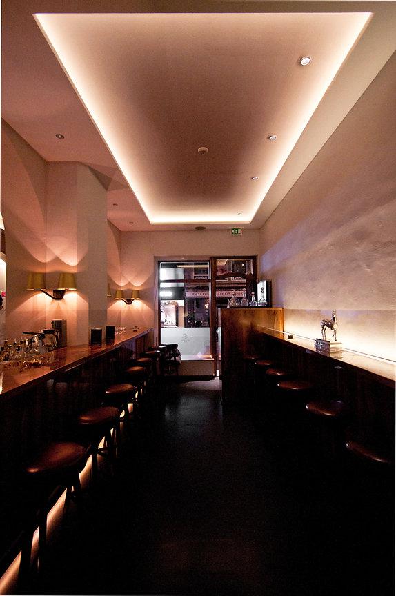 Die klassische gedimmte Lichtstimmung in der Bar