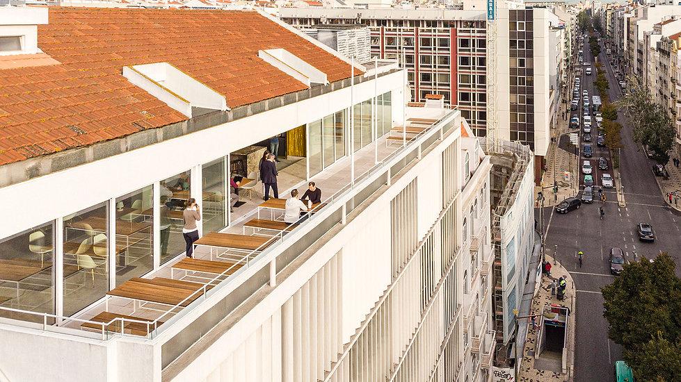 Terrasse mit Blick auf das Stadtzentrum von Lissabon